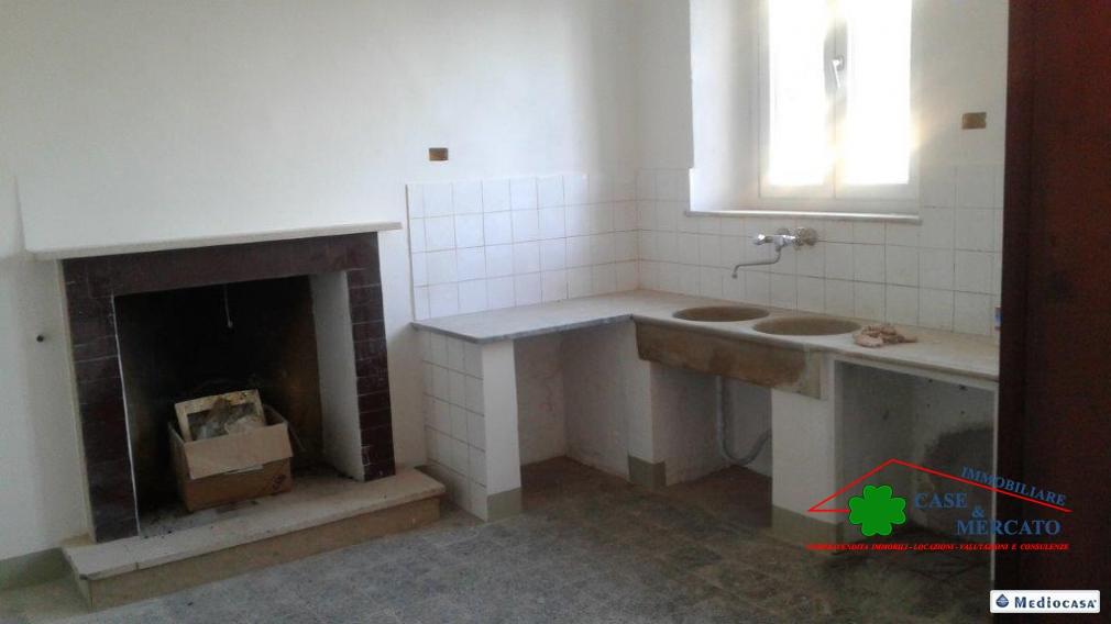 Casa Indipendente affitto CAPANNORI (LU) - 5 LOCALI - 220 MQ
