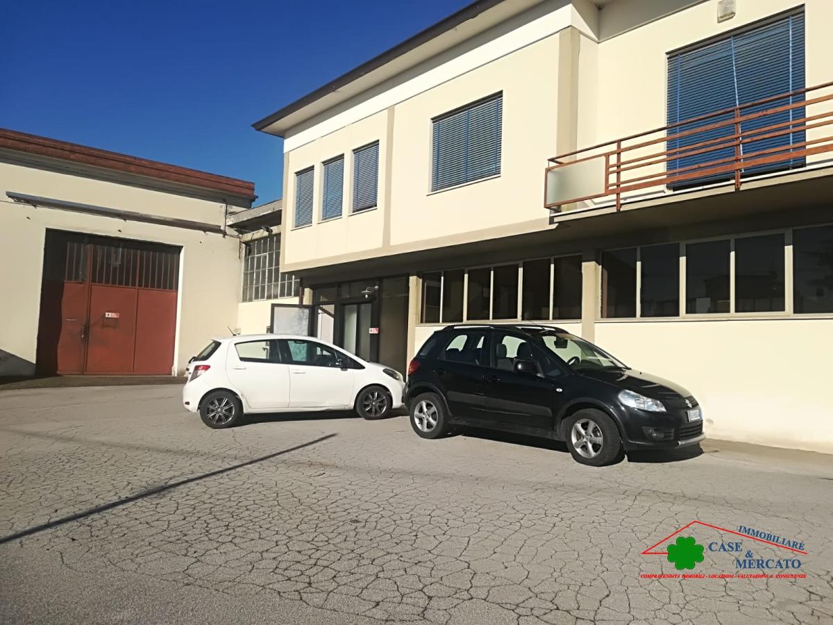 Attività / Licenza in vendita a Capannori, 10 locali, prezzo € 290.000 | CambioCasa.it