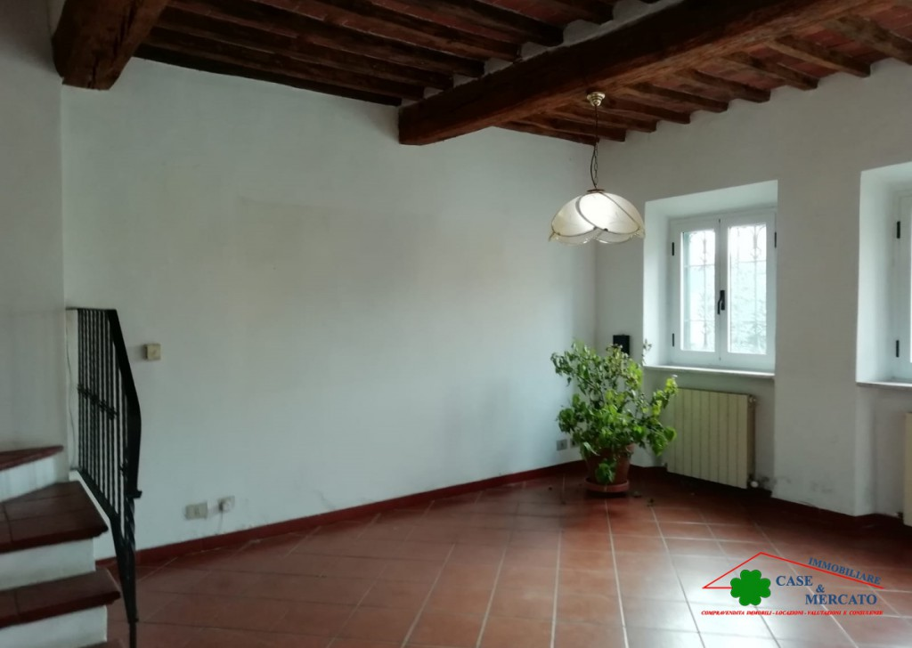 For Sale Semi-Independent houses Lucca - Spacious townhouse with garden and attic Locality
