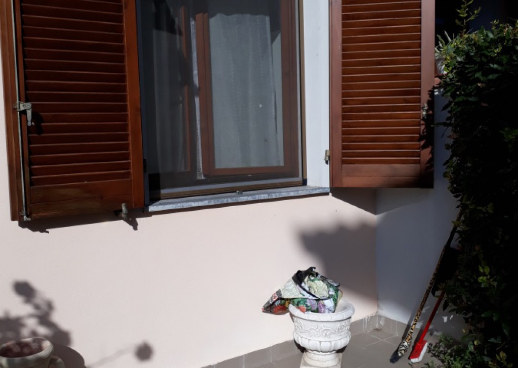 Sale Semi-Independent houses Lucca - Delightful terraced house 8 km from Center Locality