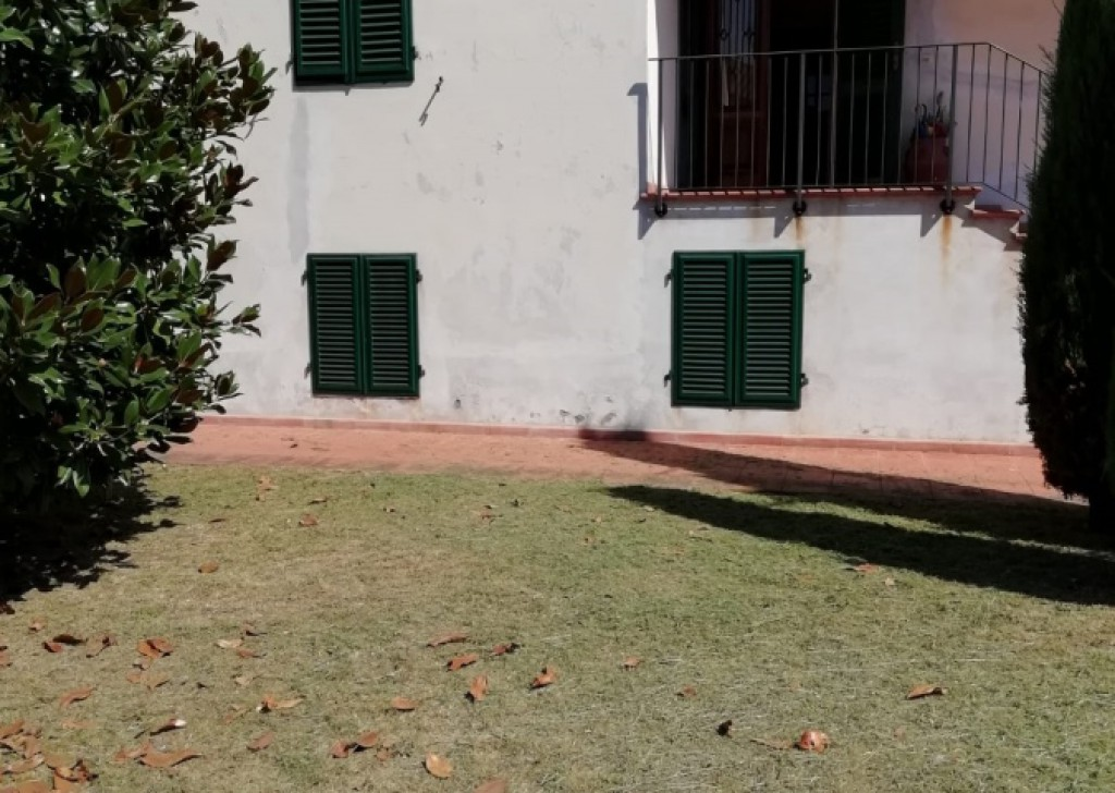 Sale Villas Lucca - Large detached villa with large surrounding garden  Locality