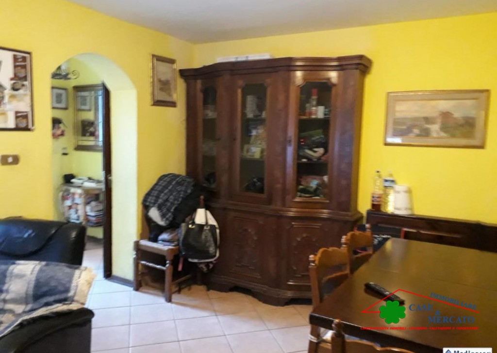 Sale Semi-Independent houses Lucca - Large detached house on three floors in Tuscan Court Locality