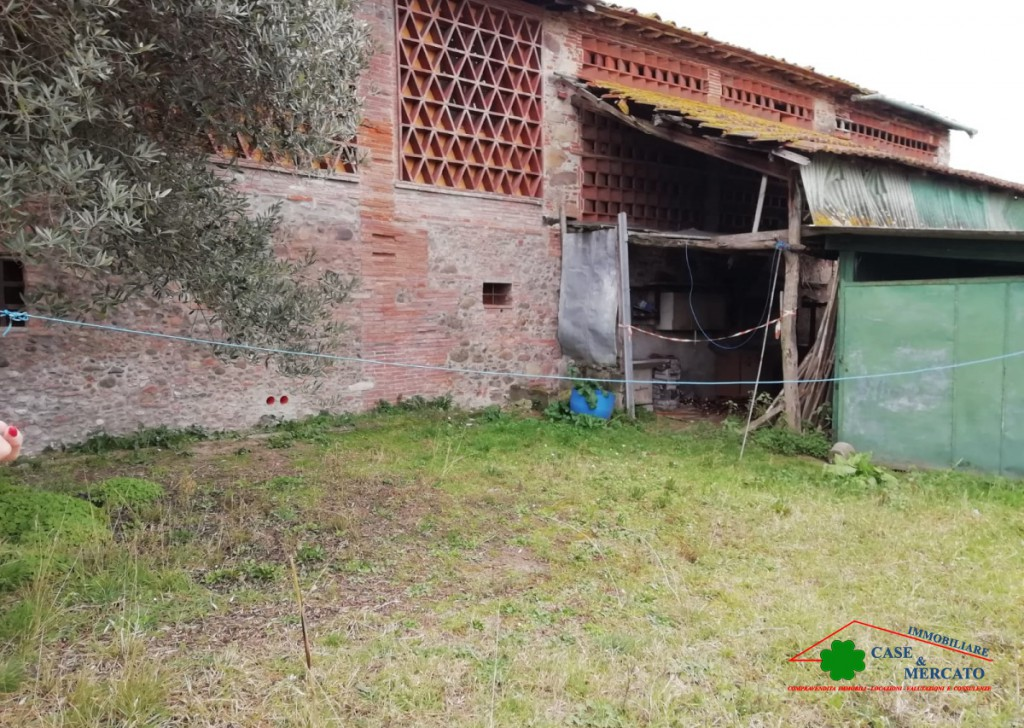 For Sale Cottages and Farmhouses Lucca - Cabin and rustic garage with garden Locality