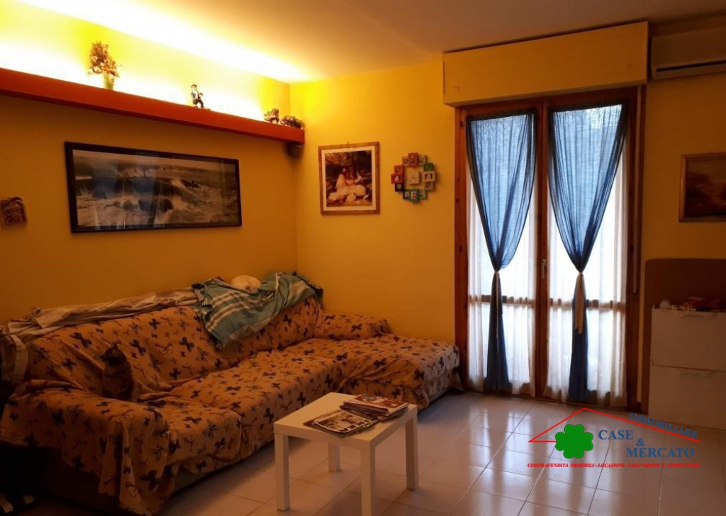 Sale Apartments Lucca - Large and spacious apartment in the area served Locality
