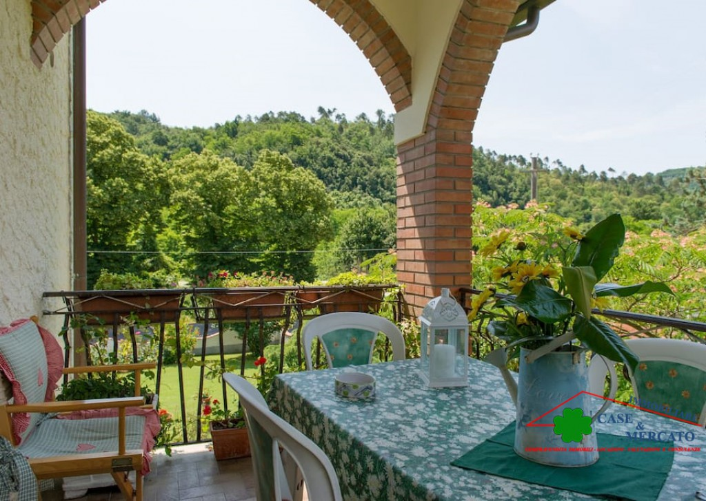 Sale Independent Houses Pescaglia - Family house with garden terrace veranda and pool Locality