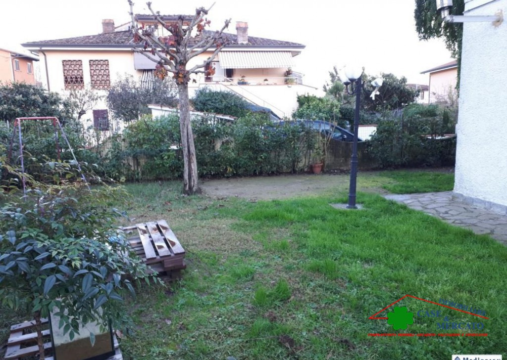 For Sale Semi-Independent houses Lucca - Portion of bi/garden area well served-family Locality