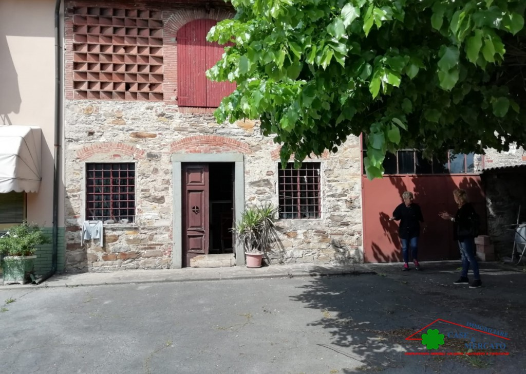 Sale Cottages and Farmhouses Capannori - Capanne da ristrutturare con giardino Locality