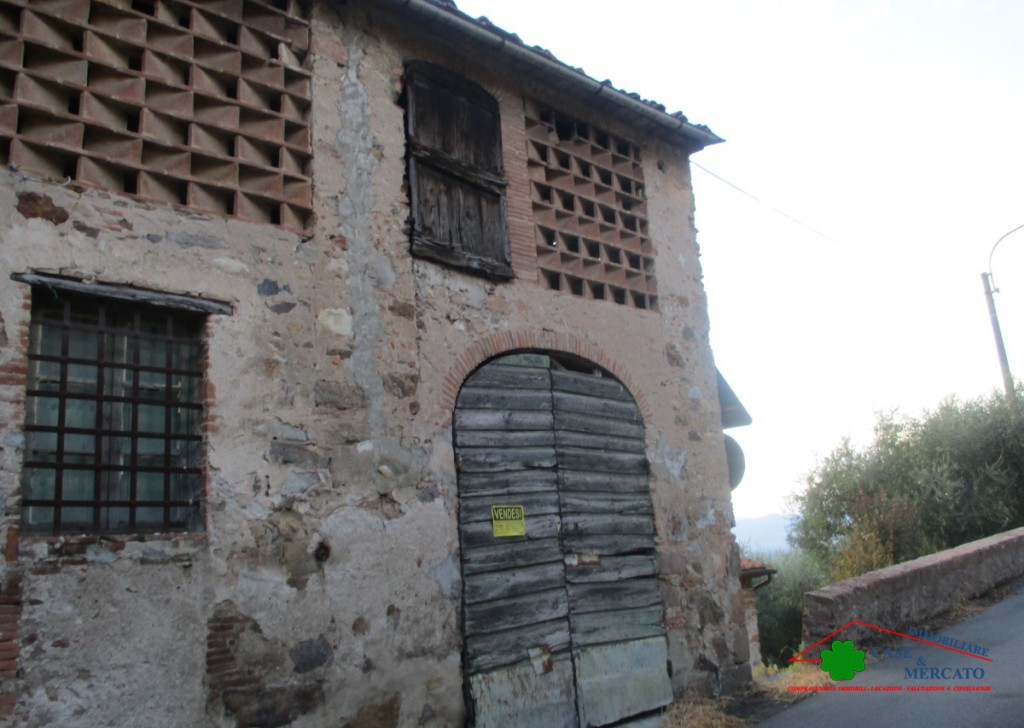 Sale Cottages and Farmhouses Capannori - Building to be restored in a hilly area Locality