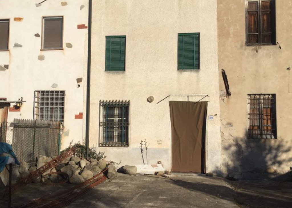 Sale Semi-Independent houses Capannori - Flat renovated with garden and private parking Court Locality