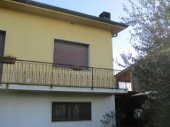 Independent villa with garden and outbuilding - 45