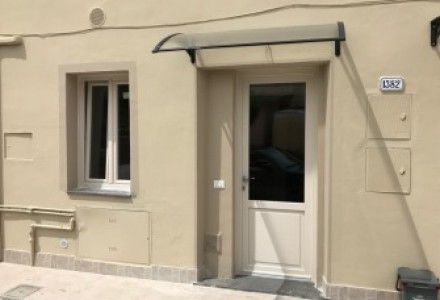 Large apartment completely renovated area close to the center