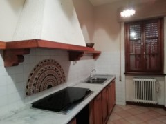 Beautiful and large ground floor apartment in area served - 9