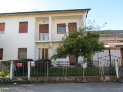 Single villa with garden on three sides to be refurbished - 1