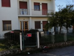 Single villa with garden on three sides to be refurbished - 2