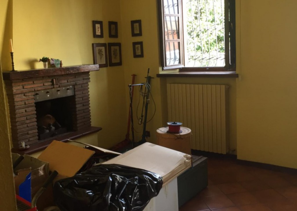 Sale Semi-Independent houses Capannori - HOUSE OF CORTE WITH CORTILE AND RESEDE Locality